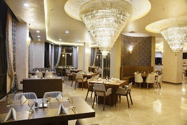 غرب تهران، رستوران شگفت انگیز