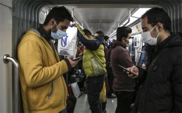 توصیه های کرونایی؛ از هرگونه لمس کناره های پله برقی، دستگیره، جایگاه مترو خودداری کنید